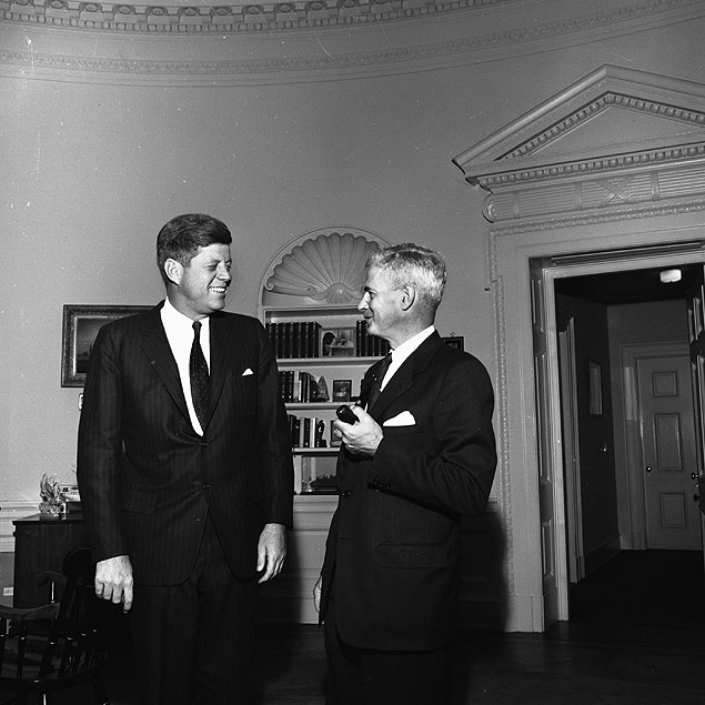 Com Kennedy, Gordon conspira contra Jango
