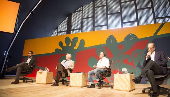 Dênis Moraes (primeiro à direita) falou sobre o ativismo e a rebeldia de Graça