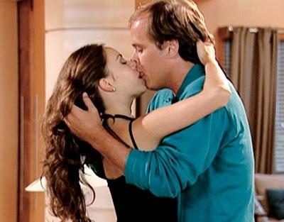 Guilherme Fontes beija a cantora Sandy na novela Estrela-guia (2001)